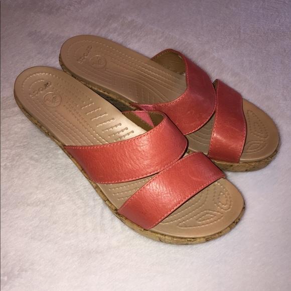 27c5934be15246 CROCS Shoes - Women s CROCS Sandals Size 7.